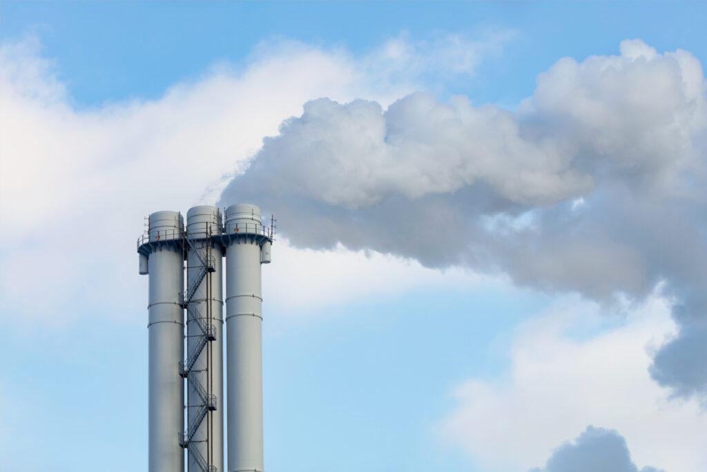 Ny rapport: Minskad industriproduktion i Sverige leder till högre koldioxidutsläpp globalt